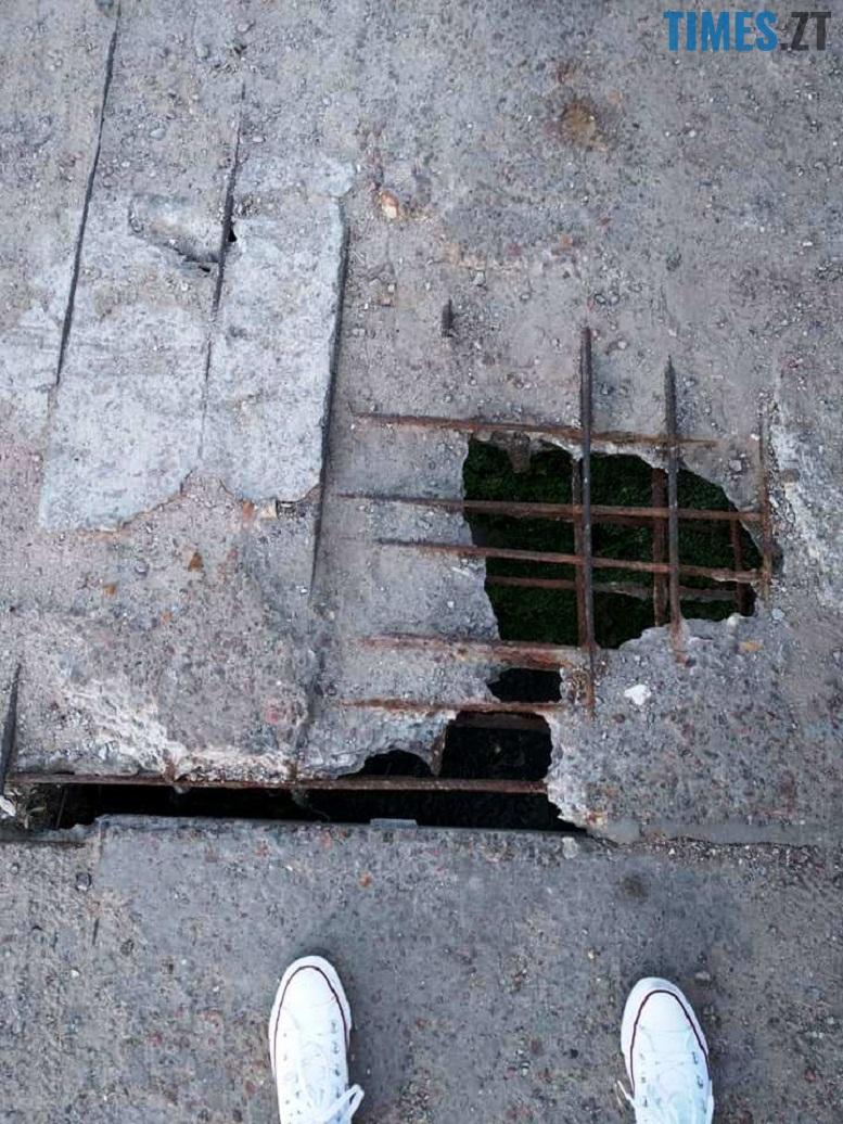 1 16 - Шок-фото: богунский міст розвалюється прямо під ногами пішоходів