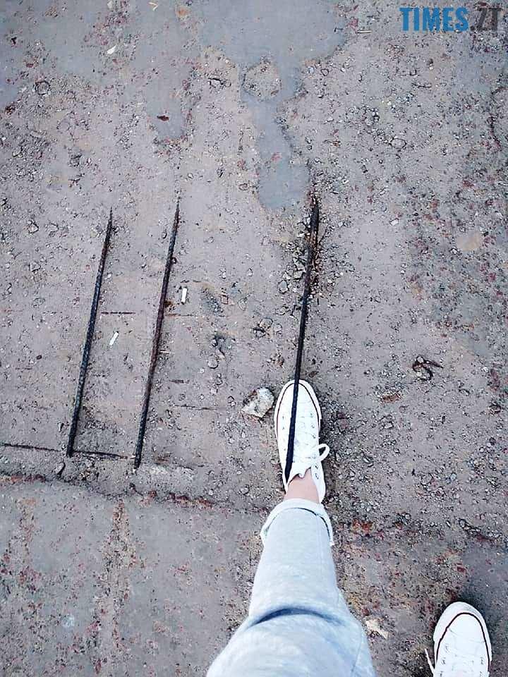 4 11 - Шок-фото: богунский міст розвалюється прямо під ногами пішоходів