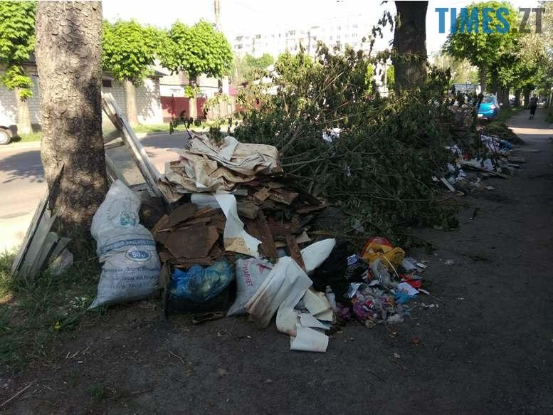 5 3 - Центр «міста з кольоровими парасольками» захлинається у смітті