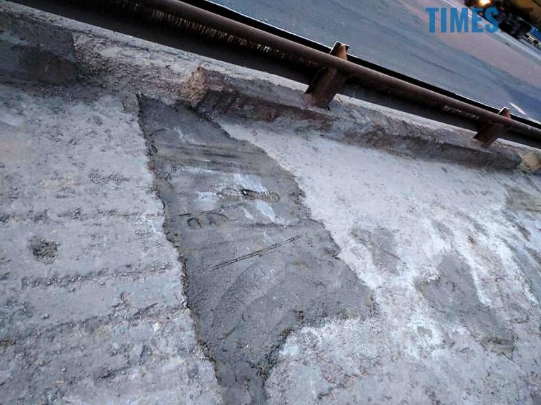 6 9 - Шок-фото: богунский міст розвалюється прямо під ногами пішоходів
