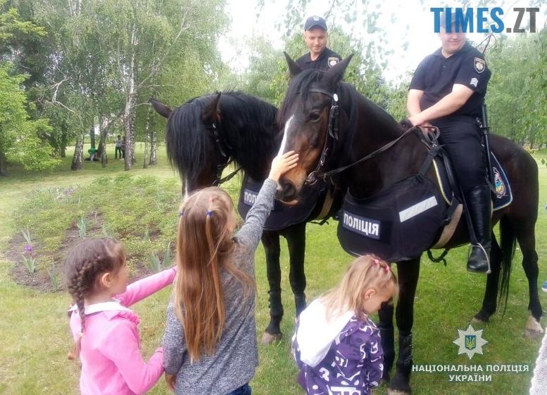 4m - 8-9 травня Житомир патрулювала поліція на конях та велосипедах (відео, фото)