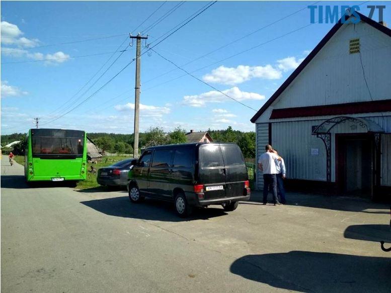 5b01b580a0c88 - Житомир чекає нові автобуси – а заступник мера їздить ними по селах…