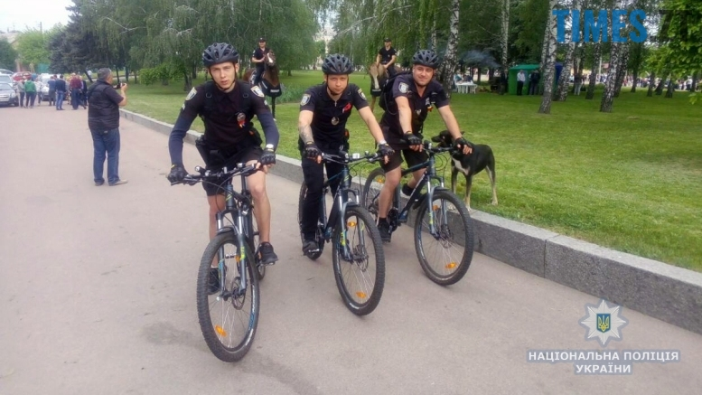 5m - 8-9 травня Житомир патрулювала поліція на конях та велосипедах (відео, фото)