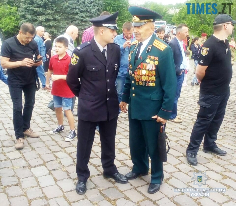 6m - 8-9 травня Житомир патрулювала поліція на конях та велосипедах (відео, фото)