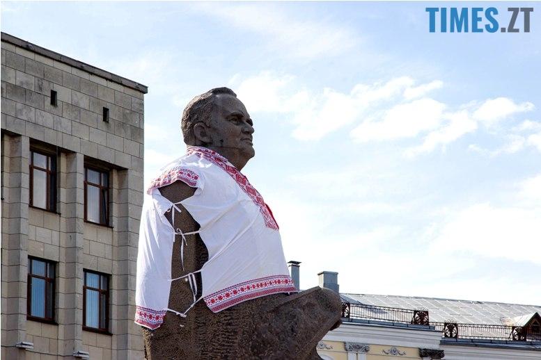 IMG 5998 - Десятки тисяч дорослих і дітей вийшли на вулиці Житомира у вишиванках