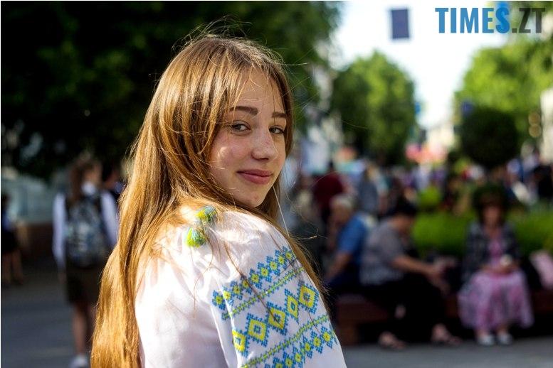 IMG 6015 - Десятки тисяч дорослих і дітей вийшли на вулиці Житомира у вишиванках