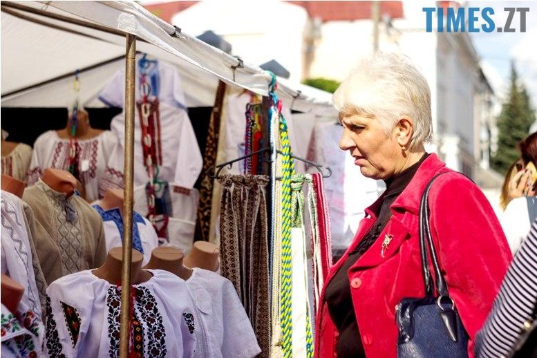 IMG 6032 - Десятки тисяч дорослих і дітей вийшли на вулиці Житомира у вишиванках