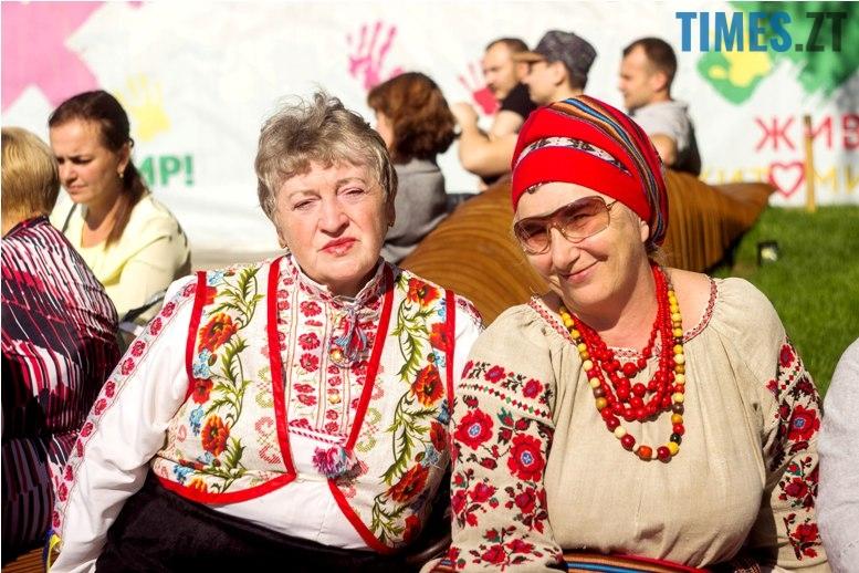 IMG 6043 - Десятки тисяч дорослих і дітей вийшли на вулиці Житомира у вишиванках