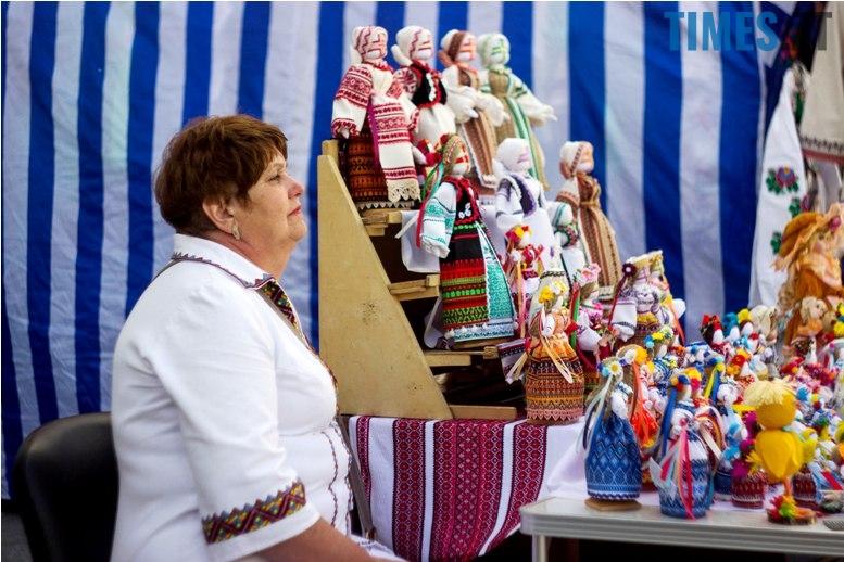 IMG 6045 - Десятки тисяч дорослих і дітей вийшли на вулиці Житомира у вишиванках