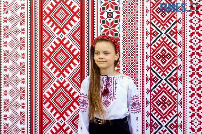 IMG 6059 - Десятки тисяч дорослих і дітей вийшли на вулиці Житомира у вишиванках