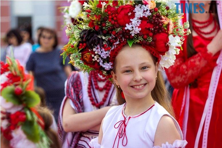 IMG 6085 - Десятки тисяч дорослих і дітей вийшли на вулиці Житомира у вишиванках
