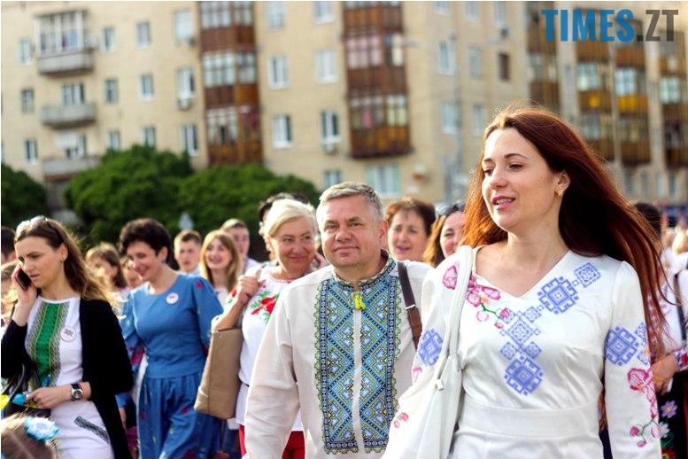 IMG 6094 - Десятки тисяч дорослих і дітей вийшли на вулиці Житомира у вишиванках
