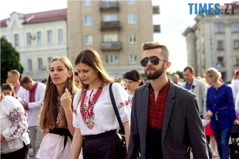 IMG 6111 - Десятки тисяч дорослих і дітей вийшли на вулиці Житомира у вишиванках