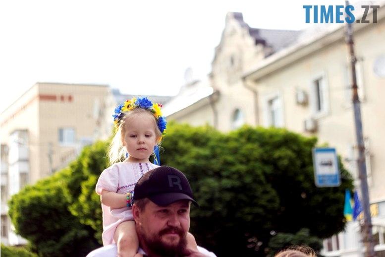 IMG 6114 - Десятки тисяч дорослих і дітей вийшли на вулиці Житомира у вишиванках