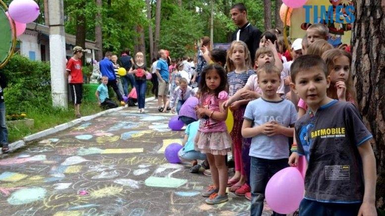 20 - Читачі запитують: як потрапити у дитячий табір хлопчику з неповної родини?