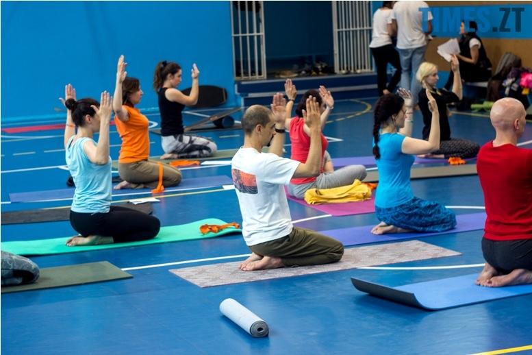 IMG 0137 - «Заснути на цвяхах»: у Житомирі пройшов День йоги