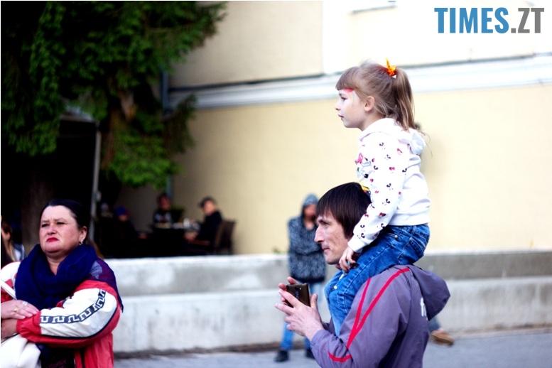 IMG 0259 - День молоді: фотосушка, мордобій, рокери, геймери і Бронзова Людина