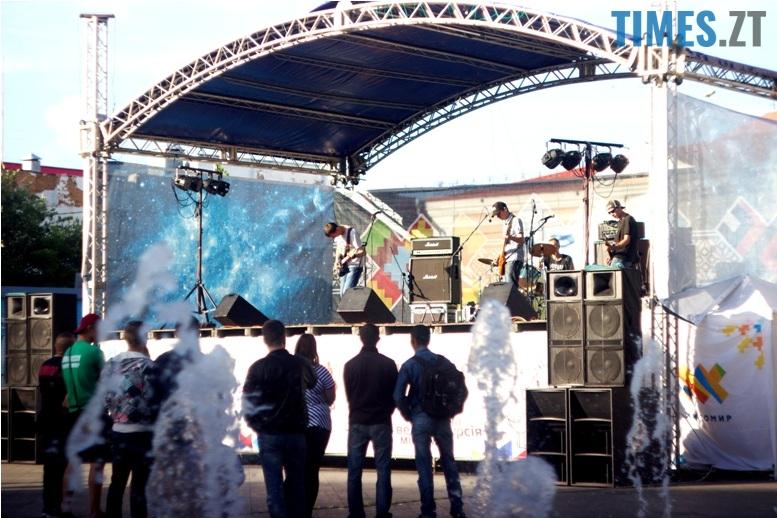 IMG 0280 - День молоді: фотосушка, мордобій, рокери, геймери і Бронзова Людина