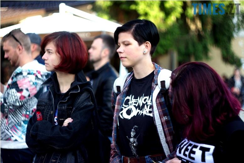 IMG 0299 - День молоді: фотосушка, мордобій, рокери, геймери і Бронзова Людина
