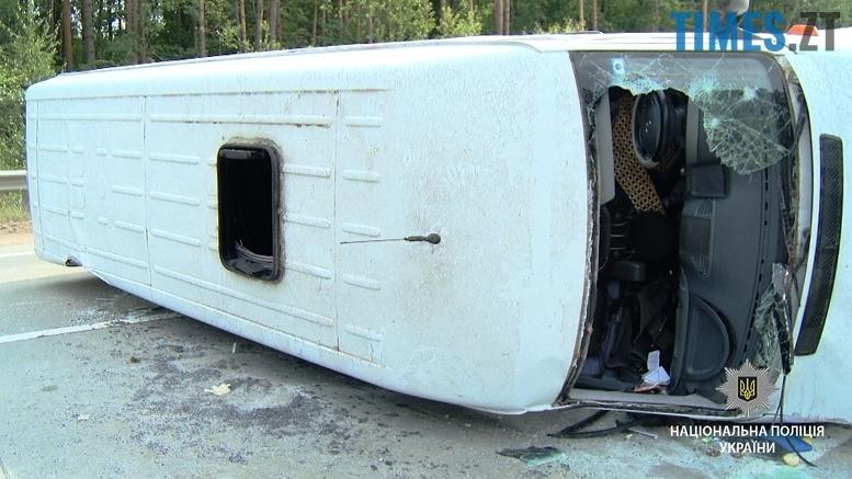 dtp3 - Під Житомиром мікроавтобус виїхав на зустрічну смугу