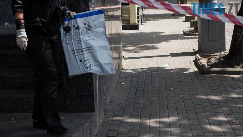 """2018 07 12 153857 777x437 - З """"Приватбанку"""" у Житомирі поліція винесла підозрілий пакунок (фото)"""