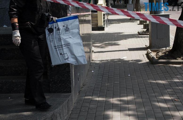 """2018 07 12 153857 - З """"Приватбанку"""" у Житомирі поліція винесла підозрілий пакунок (фото)"""