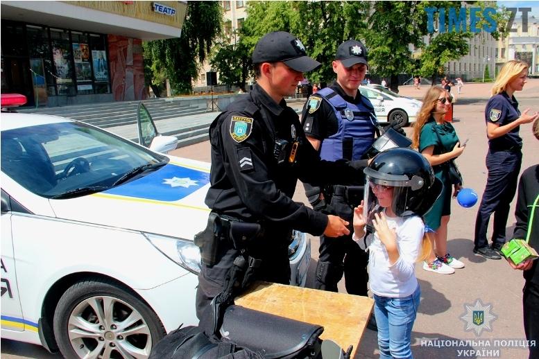IMG 7588 m - День патрульної поліції – чи сумнівний атракціон для дітей?