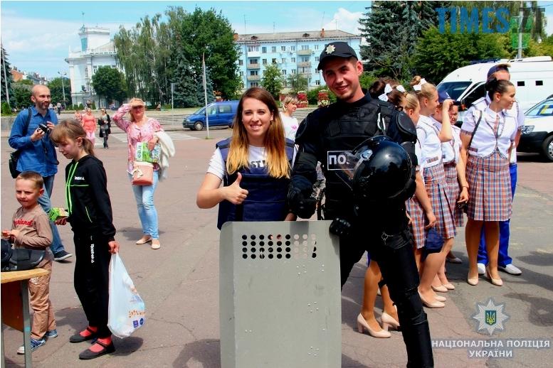 IMG 7592 m - День патрульної поліції – чи сумнівний атракціон для дітей?