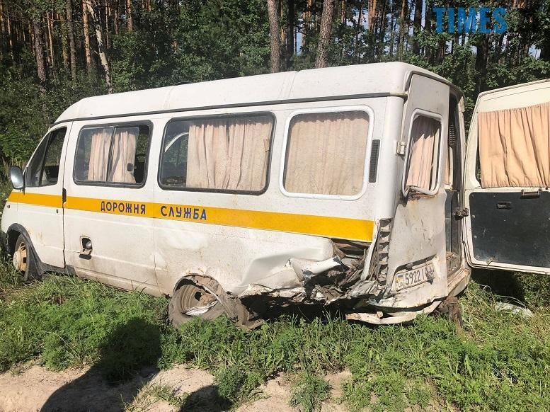 1 1 - Під Житомиром легковик врізався в мікроавтобус «дорожників». Є жертви