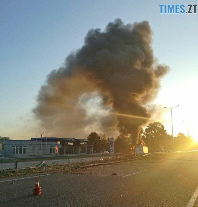 2018 08 15 122135 - На Житомирській трасі фура протаранила два авто і загорілася: загинули дві людини (ФОТО)