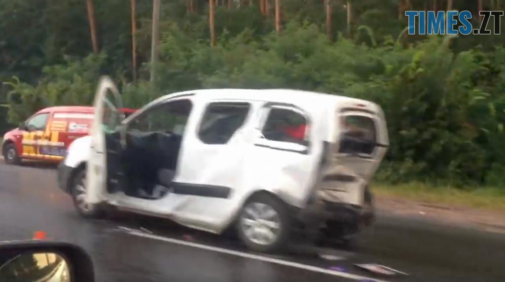 23 10 40 1024x572 - На Бердичівській трасі зіткнулись два легковики: загинув чоловік
