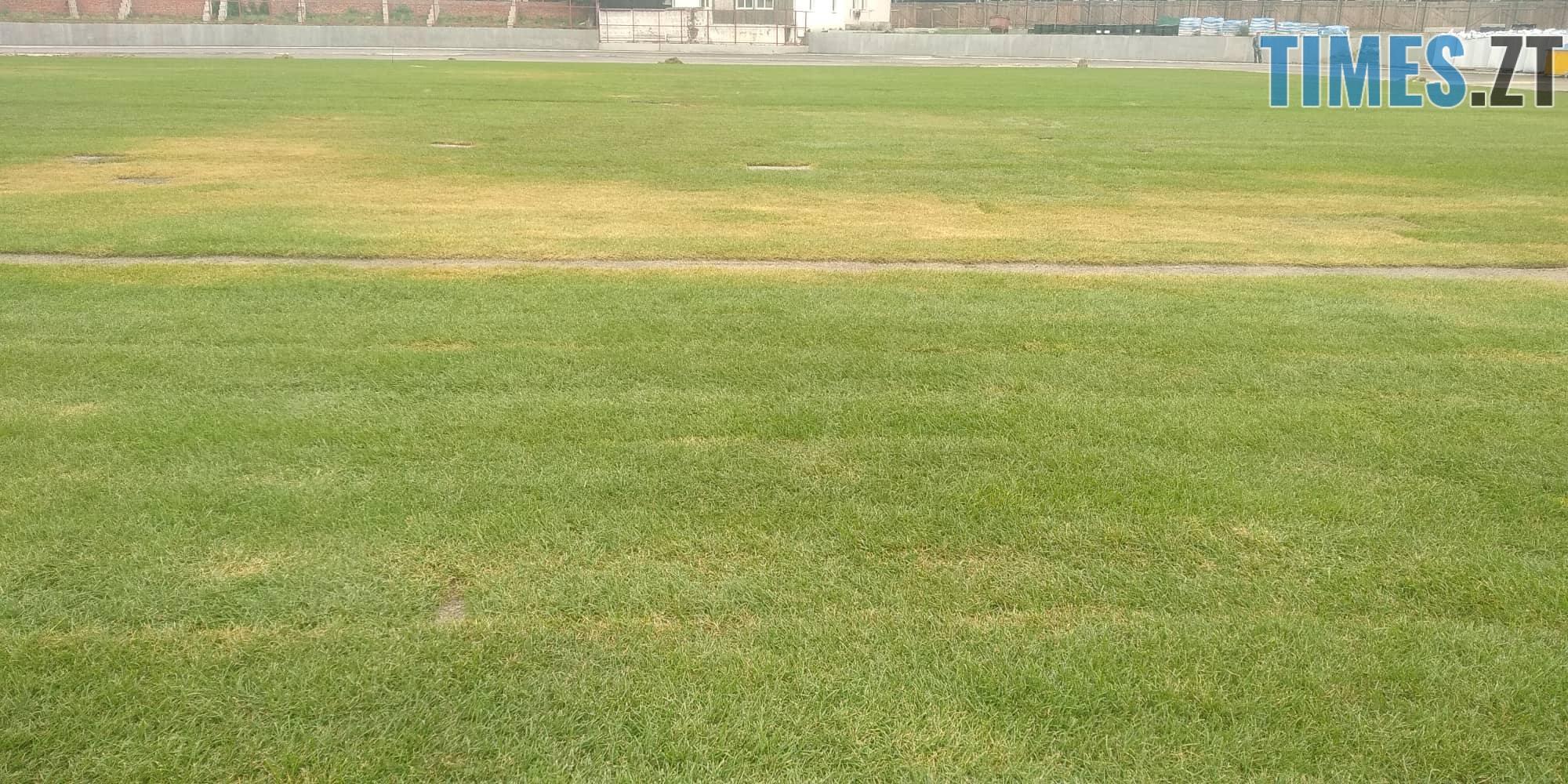 40358177 2254672201481945 613114510013628416 n - За два тижні на стадіоні «Полісся» завершать укладати газон (ФОТО)