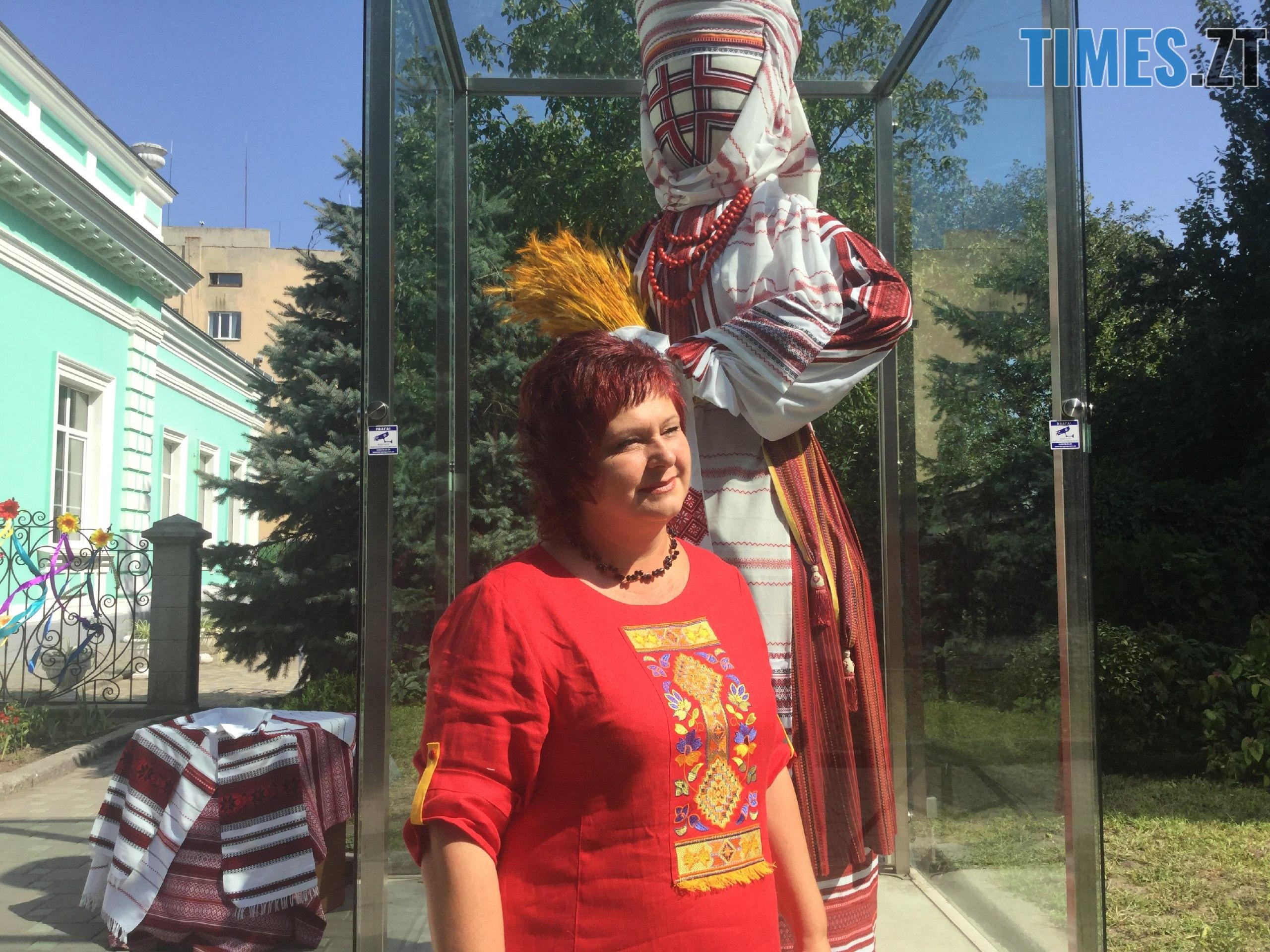 91e396f1 3bd9 4705 8160 f32c23a4a4ab - До Дня незалежності у Житомирі «переодяглася» лялька-мотанка (ФОТО)