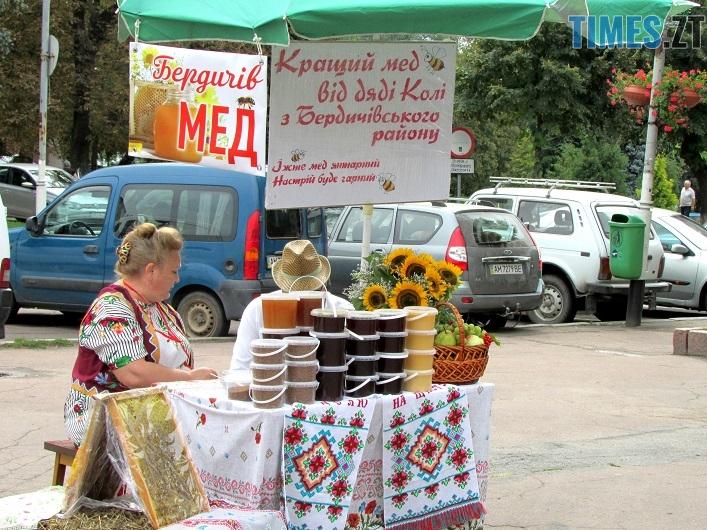 med 11 - Вперше за 10 років у Житомирі відбувся обласний ярмарок меду (ФОТО)