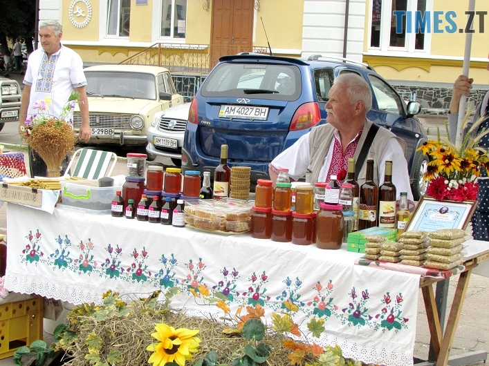med 12 - Вперше за 10 років у Житомирі відбувся обласний ярмарок меду (ФОТО)