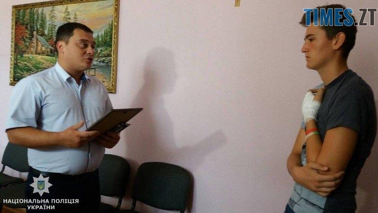 vitannja m - Підлітку, який вступився за незнайому жінку на вулиці, поліцейські подарували наручний годинник (ФОТО)