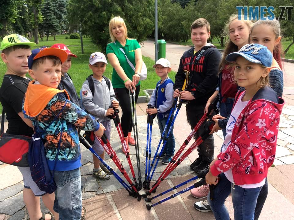спортсмени дякують один одному після тренування - У Житомирі відбудуться перші змагання зі скандинавської ходьби (ФОТО)