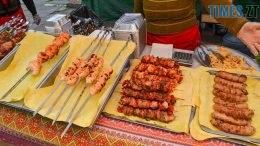 1 260x146 - Святковий фальстарт у п'ятницю: вулична їжа вже є – а клієнтів ще нема (ФОТОРЕПОРТАЖ)