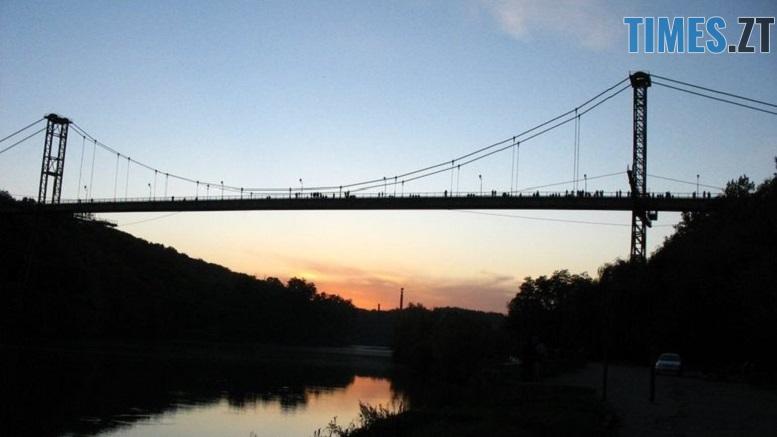 міст - У Житомирі 15-річний хлопець стрибнув з підвісного мосту