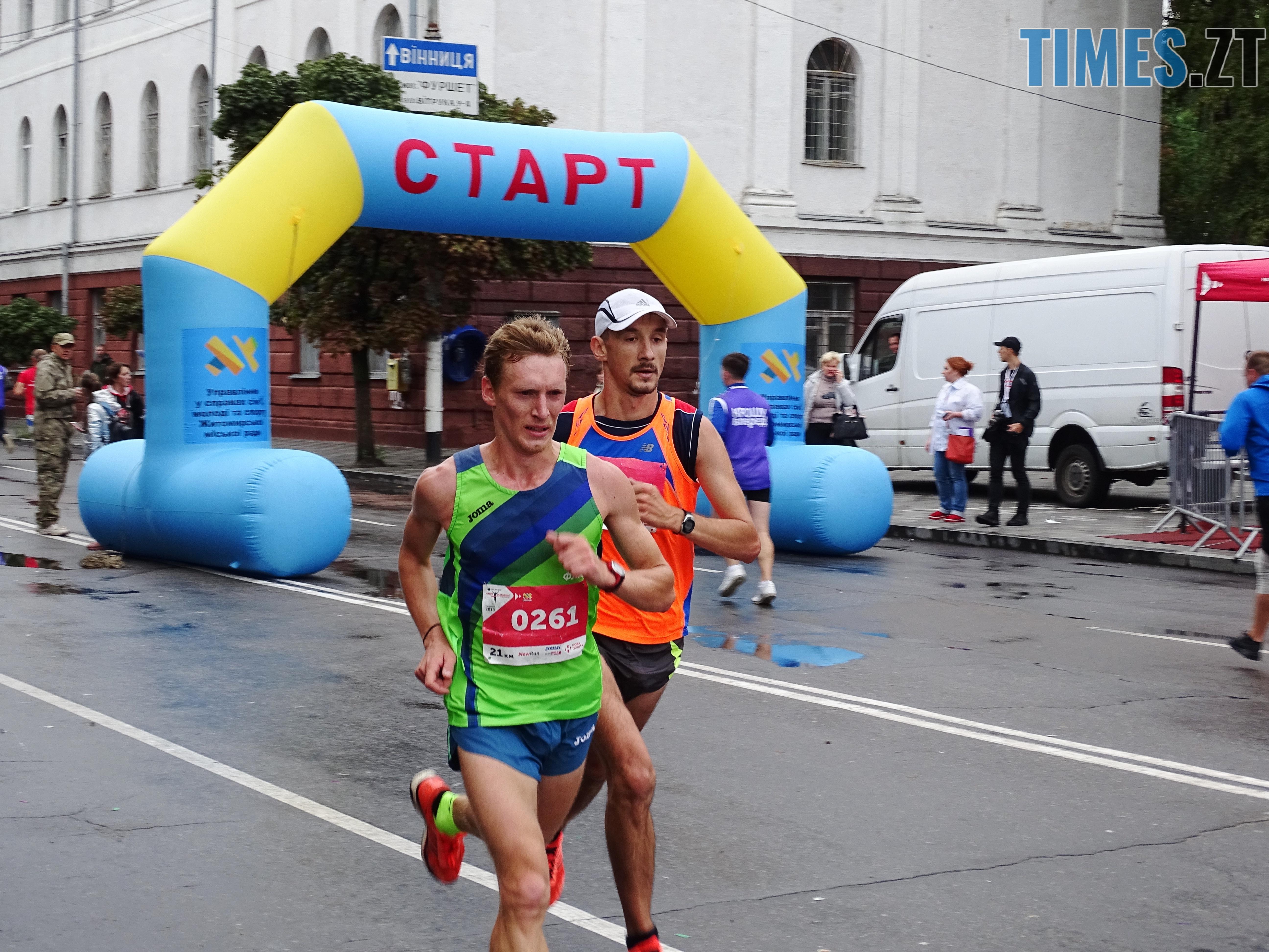 салатовому переможець на 21 км - У Житомирі втретє відбувся Космічний напівмарафон: враження та фото учасників забігів (ВІДЕО)