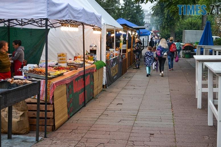1 1 - Святковий фальстарт у п'ятницю: вулична їжа вже є – а клієнтів ще нема (ФОТОРЕПОРТАЖ)