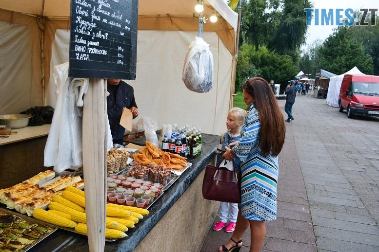 10 1 - Святковий фальстарт у п'ятницю: вулична їжа вже є – а клієнтів ще нема (ФОТОРЕПОРТАЖ)