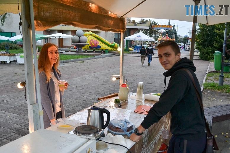 13 1 - Святковий фальстарт у п'ятницю: вулична їжа вже є – а клієнтів ще нема (ФОТОРЕПОРТАЖ)