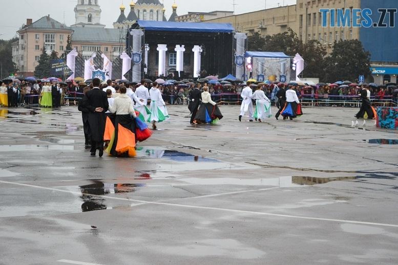 14 1 - Танцюють діти у калюжах, оркестри грають під дощем: День Житомира–2018 (ФОТО, ВІДЕО)
