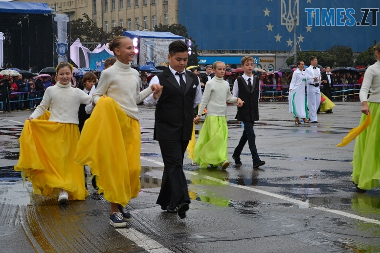 15 1 - Танцюють діти у калюжах, оркестри грають під дощем: День Житомира–2018 (ФОТО, ВІДЕО)