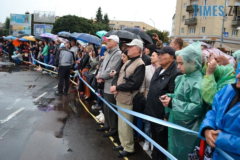 16 1 - Танцюють діти у калюжах, оркестри грають під дощем: День Житомира–2018 (ФОТО, ВІДЕО)
