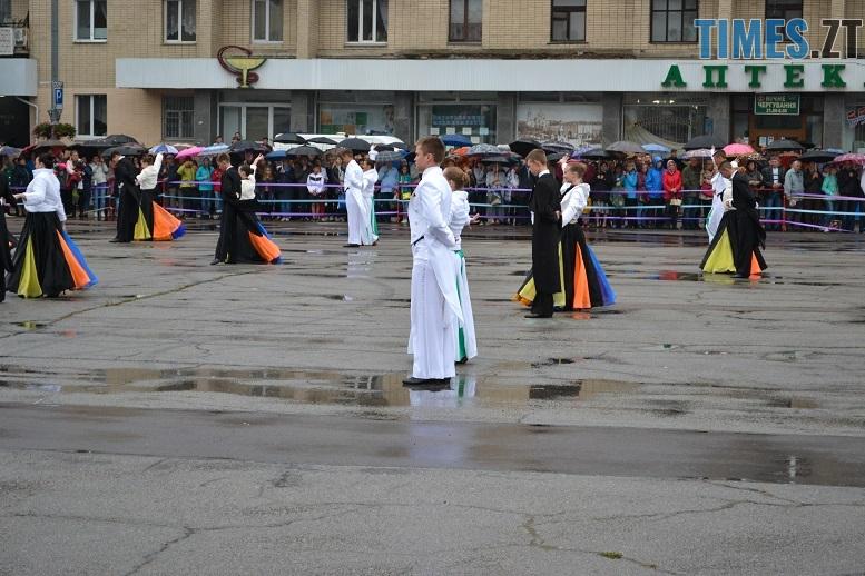 17 1 - Танцюють діти у калюжах, оркестри грають під дощем: День Житомира–2018 (ФОТО, ВІДЕО)