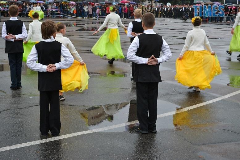 18 1 - Танцюють діти у калюжах, оркестри грають під дощем: День Житомира–2018 (ФОТО, ВІДЕО)