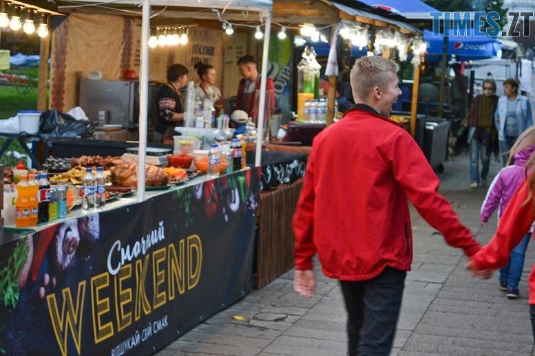 2 1 - Святковий фальстарт у п'ятницю: вулична їжа вже є – а клієнтів ще нема (ФОТОРЕПОРТАЖ)