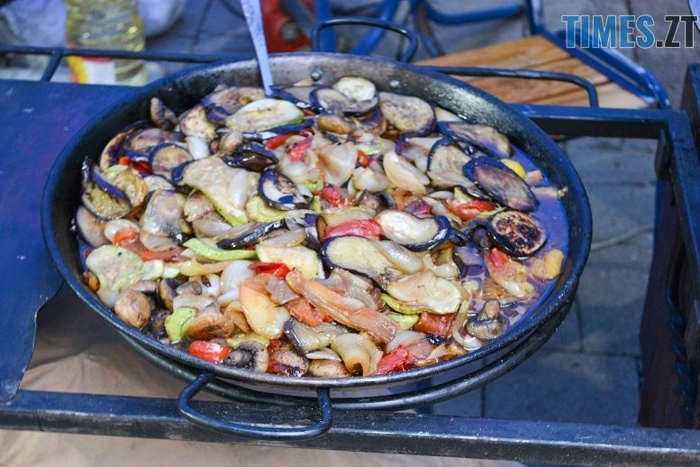 6 1 - Святковий фальстарт у п'ятницю: вулична їжа вже є – а клієнтів ще нема (ФОТОРЕПОРТАЖ)